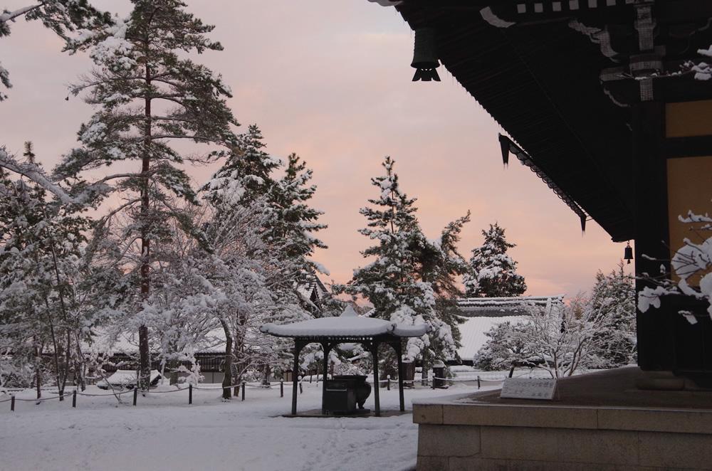 南禅寺 朝焼けと雪