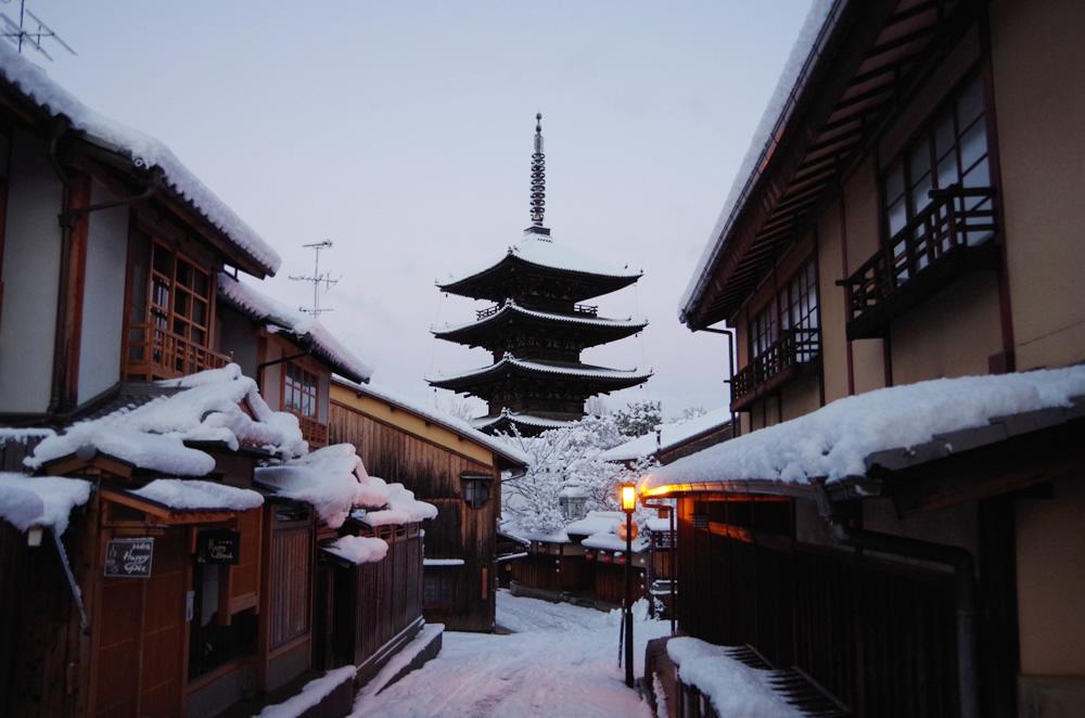 八坂の塔 雪03